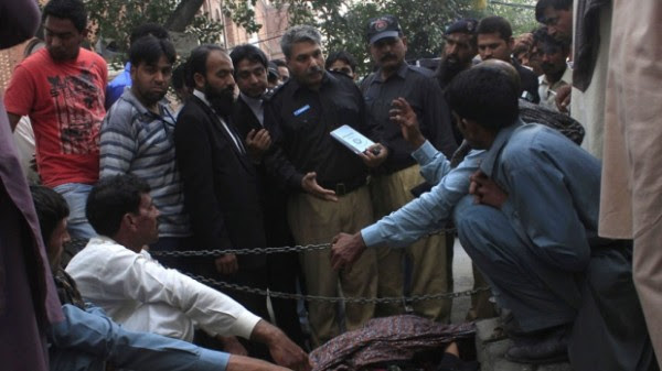pakistan-courthouse-stoning
