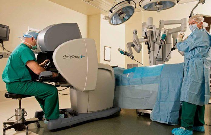 Resultado de imagem para imagem de cirurgia robotica de hernia