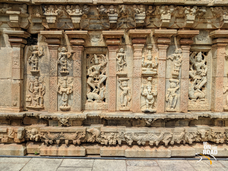 Beautiful sculptures on the walls of Bhoga Nandeeswara Temple