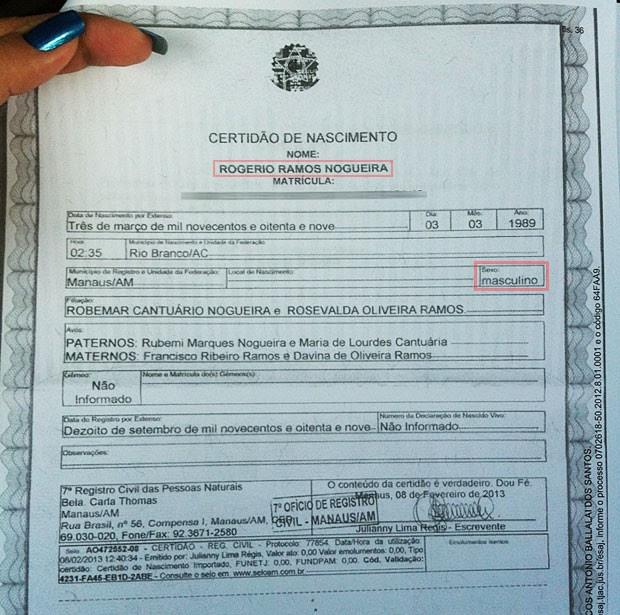 Certidão de nascimento Rogéria mostra os erros do cartório (Foto: Rayssa Natani/G1)