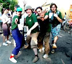 4 balordi con la maglietta valida. Nell'ordine (da sinistra a destra): Polaroid, Cavedoni, Freddy Potter Argazzi e Dexter