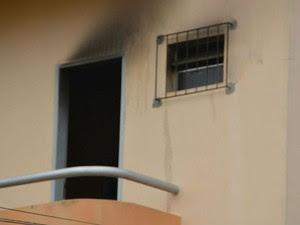 Estudante universitário morreu queimado durante incêndio na noite de quinta-feira (30)  (Foto: Ed Santos/ site Acorda Cidade)