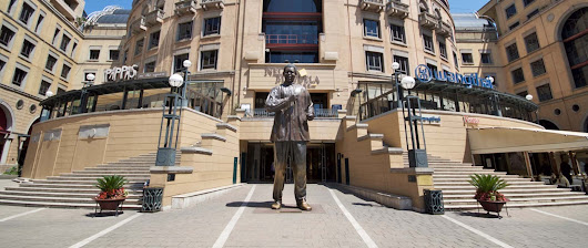 Nelson Mandela Square – An urban tribute to a universal icon | Entertainment | Attractions | History | Food | Family | Kids | Johannesburg | Nelson Mandela | Gauteng | Bustling city life