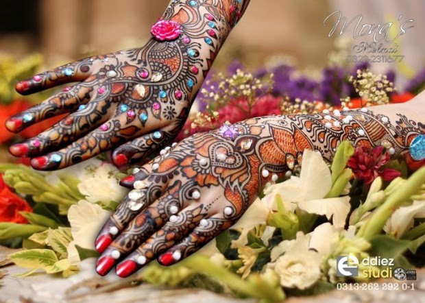 Beautiful-Indian-Bridal-Wedding-New-Mehndi-Designs-Photos-Embroidery-Dulhan-Feet-Mehndi-2