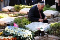 Benjamin Netanyahu al memoriale del fratello Yoni, 2009