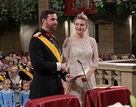 El Príncipe Guillermo de Luxemburgo y la belga Stéphanie de Lannoy, en la ceremonia.   Gtres