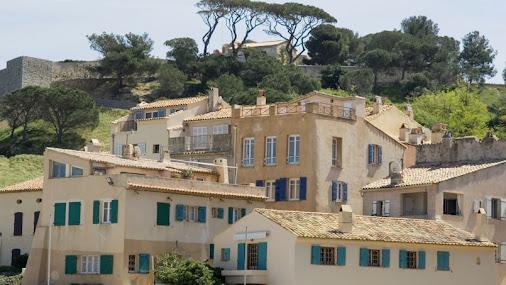 Pour un 3 pièces neuf, Saint-Tropez est plus chère que Paris
