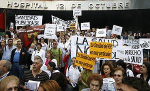 Manifestación en defensa de la sanidad pública en el Hospital 12 de Octubre de Madrid. (Foto: Alberto Di Lolli)