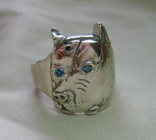custom dog ring in white gold with blue diamond eyes