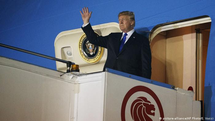 Singapur: Donald Trump an der Paya Lebar Air Base (picture-alliance/AP Photo/E. Vucci)