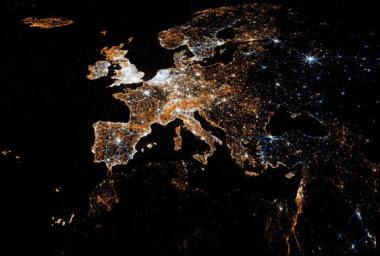 """<p>Mapa europeo con localizaciones de usuarios de Twitter y Flickr. / <a href=""""https://www.flickr.com/photos/walkingsf/5912946760/in/photolist-7ti516-a1vp4W-gimapA-8vZJ4c-4Ka9Yk-8oTdWZ-ayDr8X-3McFgH-6Rk3fa-4T2q3o-8vnHWo-5Vg52F-7FutAY-6aKyLM-47YHfN-cAT173-5JUo43-5pnLzN-aDHpGW-CZB8U-6XoNHZ-7tygge-7vSVGC-ThyC7-6QWjSW-a1swhv-5oC1rK-5XW7XZ-8Pbmay-6sTYbm-6sTY1J-7nseJY-bKUVDn-f9G133-8tZSDy-5dwffj-avx5pY-7zaGrL-PkfNF-9EfSjJ-6f1yWc-e1GtBw-5Bi2KA-5BpnGU-7o6KMw-7heFbz-9aHWfJ-8vjFZM-5Weiy6-4cWd7z"""" target=""""_blank"""">Eric Fischer</a></p>"""