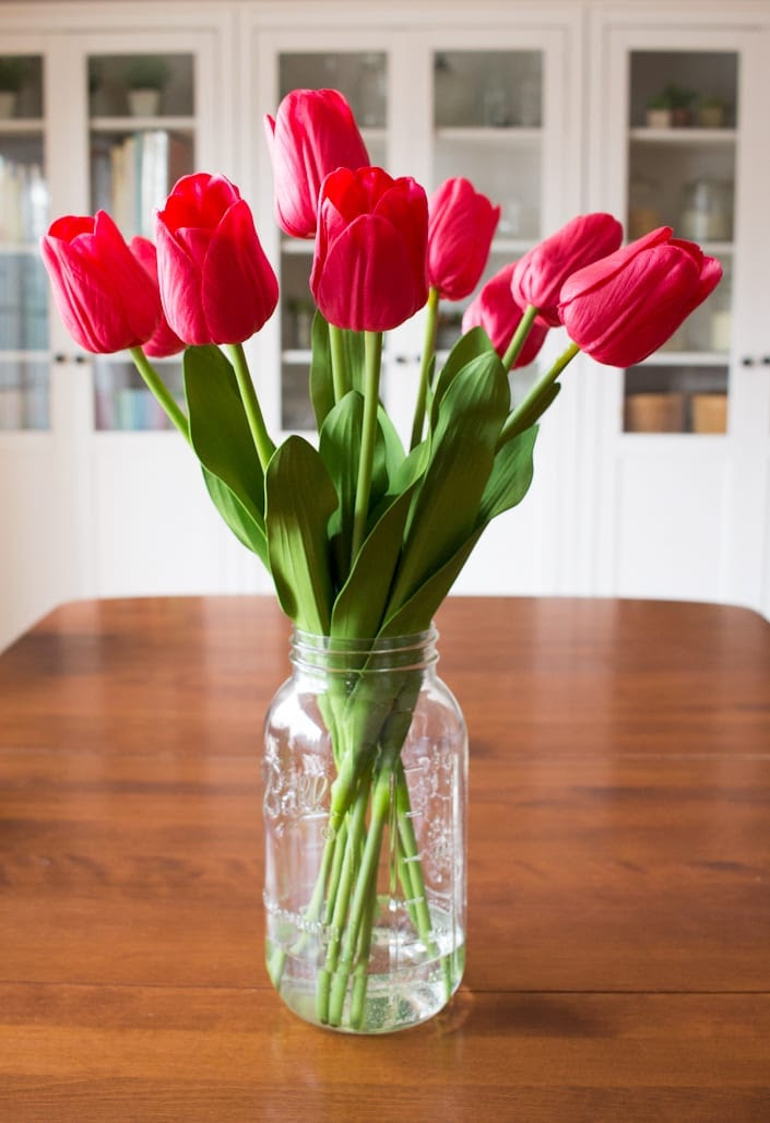 DIY Faux Tulip Arrangement for Spring  white house black shutters