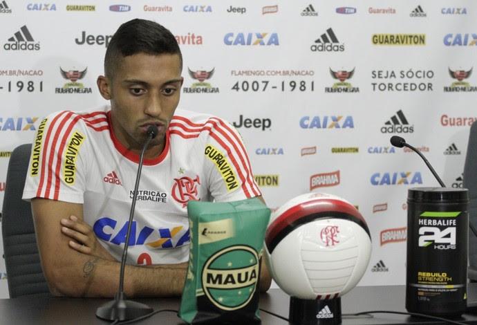 César Martins concedeu coletiva nesta quinta no Flamengo (Foto: Gilvan de Souza / Flamengo)