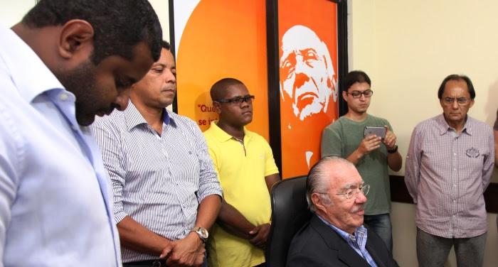 Em sinal de respetio, Câmara baixa a cabeça para ouvir os ensinamentos do ex-presidente