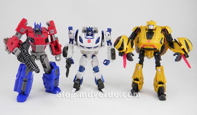 Transformers Jazz Deluxe - Generations FoC - modo robot vs Optimus vs Bumblebee