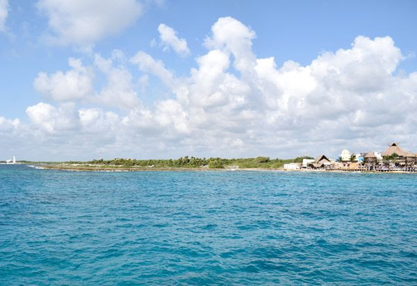 A snapshot of the Costa Maya shoreline as I walked back to the Norwegian Jade, on March 21, 2018.