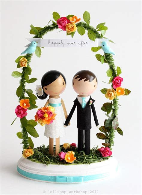 Caketopper Friday: Sweet Bride and Groom Under an Arch   A