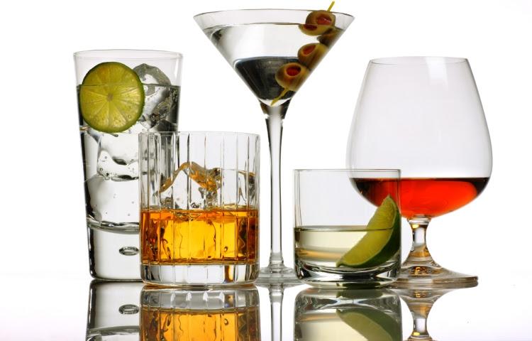 http://g.cdn.ecn.cl/amor/files/2014/06/Bebidas-alcoholicas.jpg