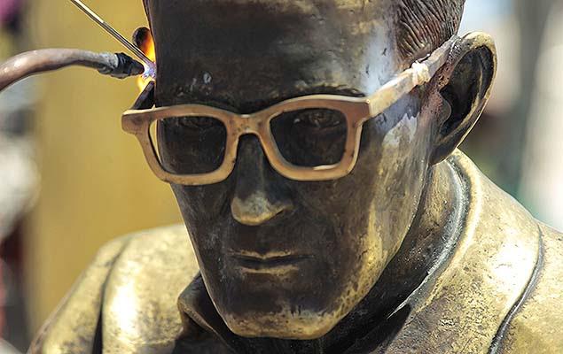 Estátua do poeta Carlos Drummond de Andrade, em Copacabana