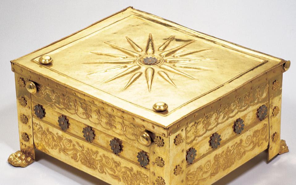 Η χρυσή λάρνακα του Φιλίππου Β΄. Ο κ. Ξηροτύρης δηλώνει ότι θα ζητήσει την απόσυρση της μελέτης όπου διατυπώνεται η άποψη ότι τα κατάλοιπα ανδρικού σκελετού που βρέθηκαν στον τάφο Ι ταυτίζονται με τον Φίλιππο Β΄.