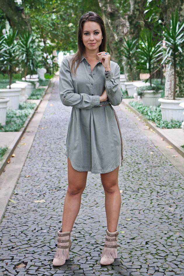 Franjas estão com tudo! Olha só esse look da Juliana Goes com uma linda bonitinha Tanara http://vilamulher.com.br/moda/estilo-e-tendencias/look-com-bota-de-franjas-bege-14-1-32-2951-e-149.html?origem=pinterest