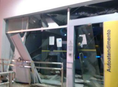 Amélia Rodrigues: Grupo explode agência e atira em delegacia
