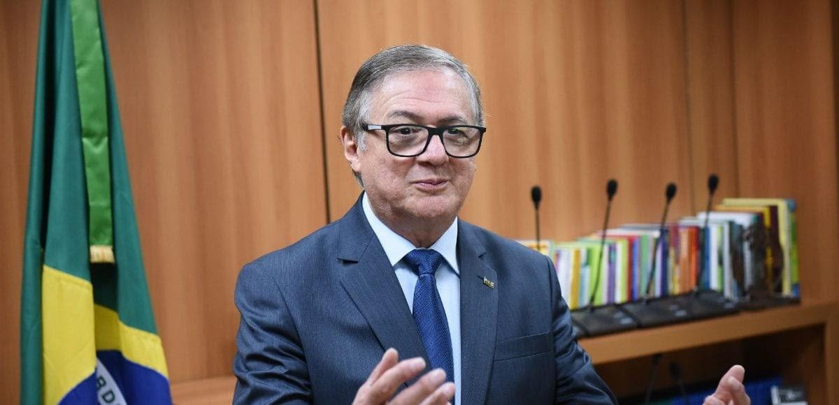dcc17c0c3a806 Política desmistificada  Escola sem Partido e devaneios do ministro   educação chega à demência