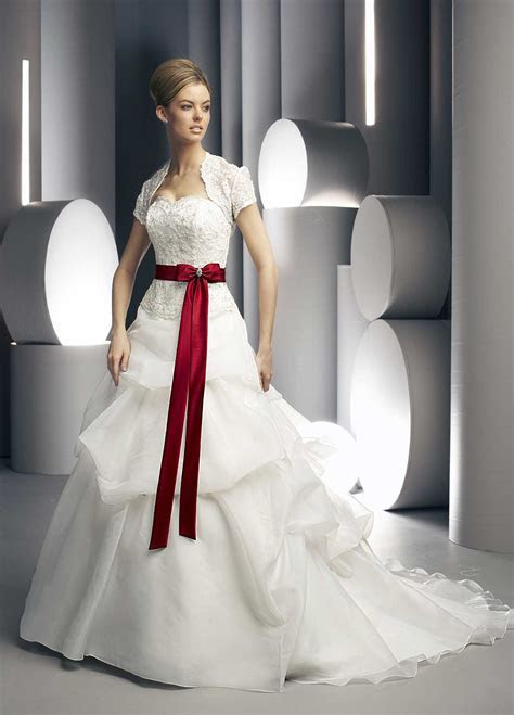 Jewelry Designs: Bridal Gowns Designs with red shade