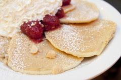 ストロベリーホイップクリームとマカデミアナッツ パンケーキ, Eggs'n Things, Harajuku