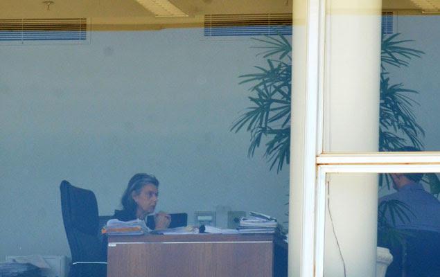 Ministra Cármen Lúcia trabalha em seu gabinete do sábado