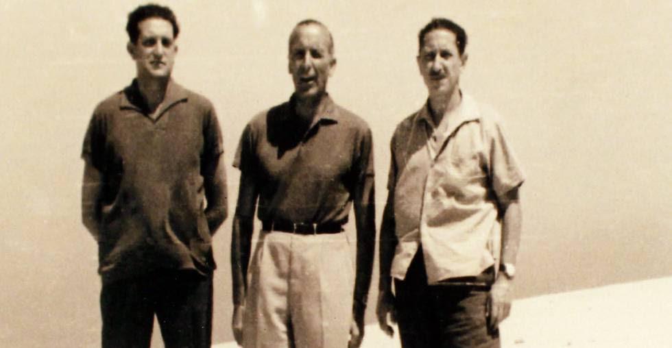 Fernando Álvarez de Miranda, Joaquín Satrústegui y Jaime Miralles, deportados en Fuerteventura en 1962.