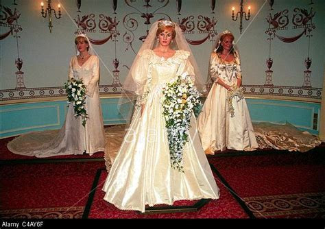 ROYAL WEDDING DRESSES OF LADY DIANA SPENCER SARAH FERGUSON