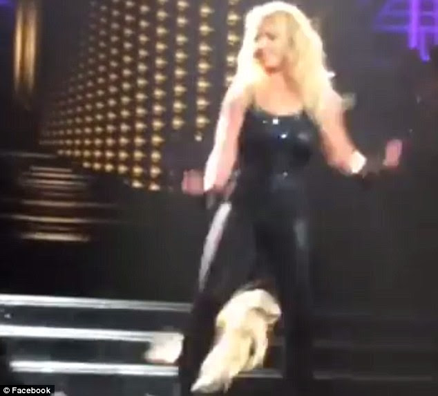 On the loose! Britney Spears lost a piece of her platinum hair extensions on stage during the February 27 concert of her Piece Of Me residency show at the Planet Hollywood in Las Vegas
