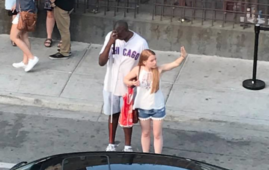 Woman's act of kindness for blind Chicago Cubs fan goes viral - CBS News