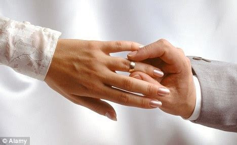 Should I insure my engagement ring? As diamond and gold
