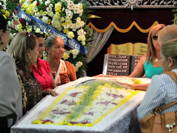 Amigos e familiares foram ao velório se despedir de Abilio Farias (Foto: Tiago Melo/G1 AM)