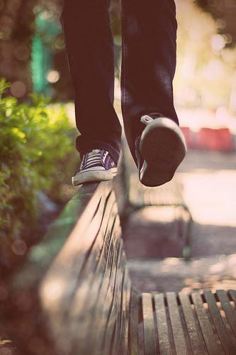 Não importa o quanto as coisas estejam bem,uma hora,você simplesmente perde o equilíbrio. R. Oliveira