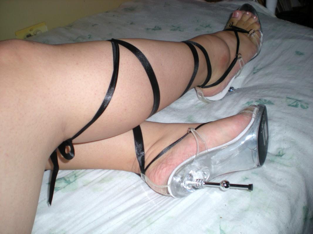 http://bombshellwithin.files.wordpress.com/2009/06/ballerina-leg-wrap-shoes.jpg