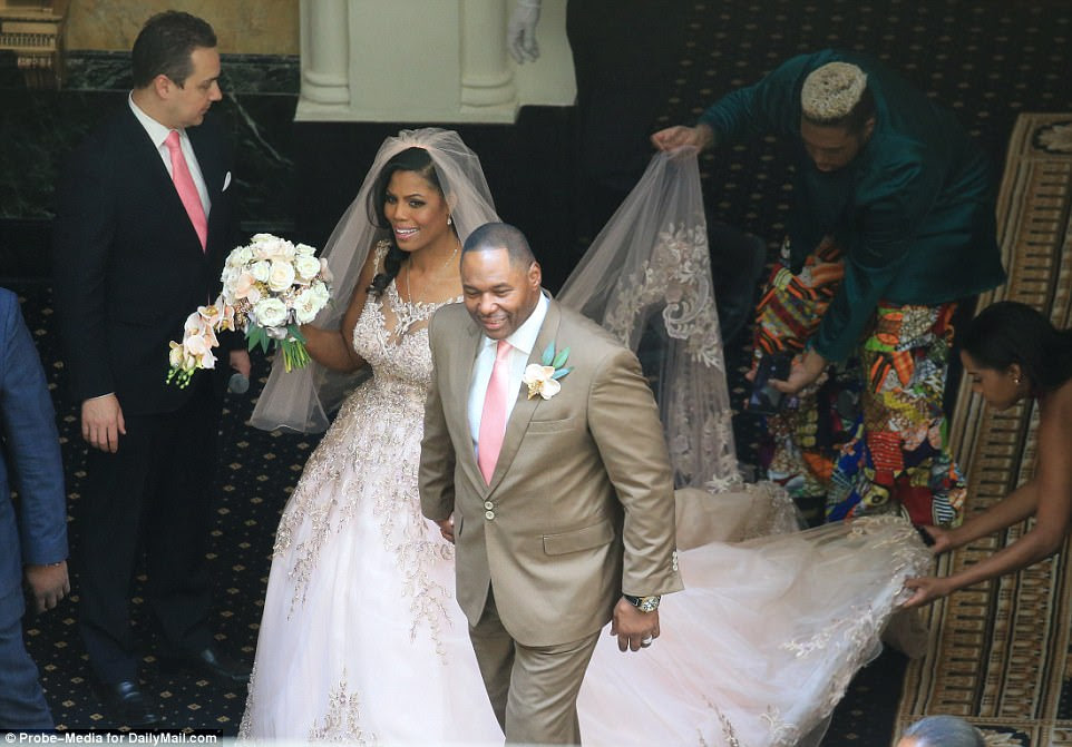 Omarosa and Pastor Newman walked into the hotel's lobby arm-in-arm as the bride in pink waved a bouquet of roses