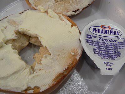 bagel an'cream cheese.jpg