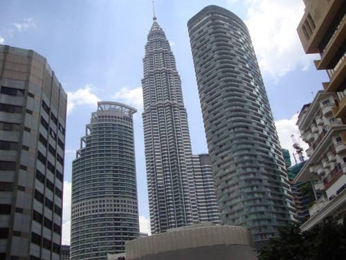 Изглед от прозореца на стаята ни към Petronas Twin Towers