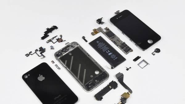 Un danés demandó a Apple porque le arreglaron su iPhone 4 con partes usadas. (Foto: REUTERS)