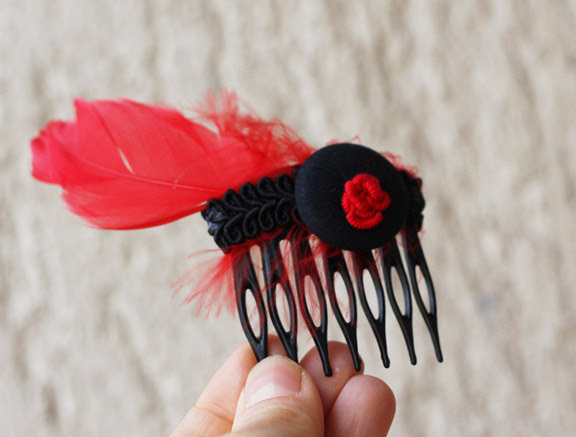 red black comb