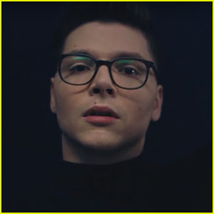 Kevin Garrett Freefalls in 'Pulling Me Under' Music Video - Watch!