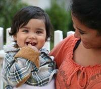Una bebé sonriendo