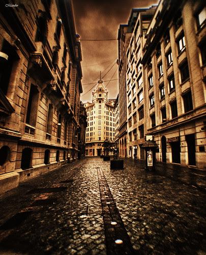 Calle Nueva York, Santiago. by Alejandro Bonilla