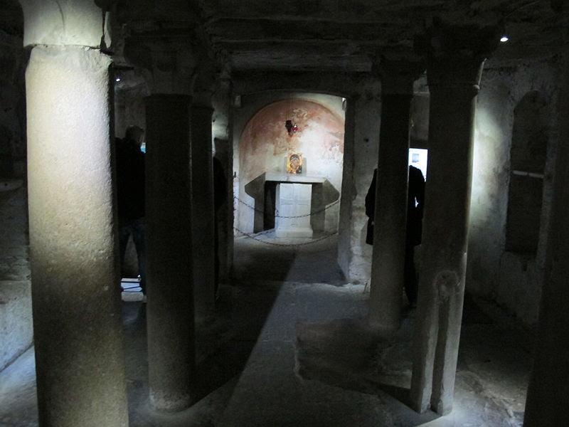 Santa maria in cosmedin, cripta 01.JPG