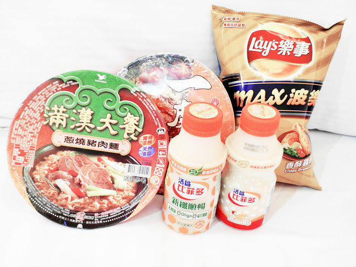 taiwan instant noodles chips yakult drink