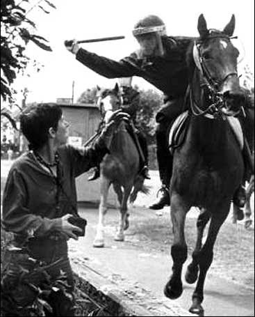 http://bloodysundaymarch.org/for_justice/wp-content/uploads/2012/11/miners-strike-orgreave1.jpg