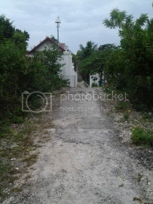 Barefoot White Beach - The Path that Leads to the Resort